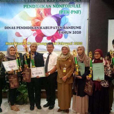 Dengan Kopeah Tbm Saba Desa Juara 1 Lomba Pengelola Tbm Tk. Kab. Bandung.